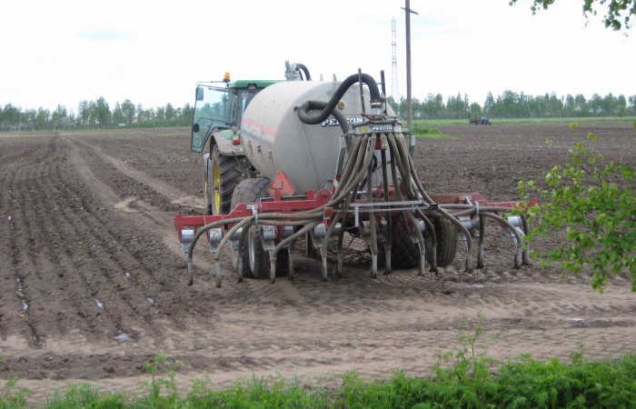 •	Subsoil application of organic fertilizers reduces atmospheric emission and eliminates the surface wash-off of organic fertilizers into open water bodies